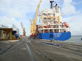 navio_no_porto_1