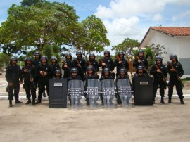 agentes penitenciarios recebem novos equipamentos