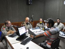 comandante do 5 batalhao da pm na radio de cruz das armas foto antonio david secom pb (1)