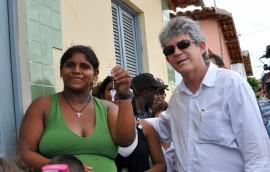 ricardo entrega casas em caldas brandao foto jose lins secom pb (20)