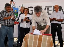 ricardo assina com empresarios do catole do rocha foto francisco franca (1)