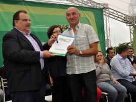 29.06.12 romulo_gouveia_entrega_retro_escavadeiras_campina_grande_foto_claudio goes (2)