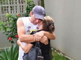 Francisco Daniel com a mãe foto jose lins secom pb
