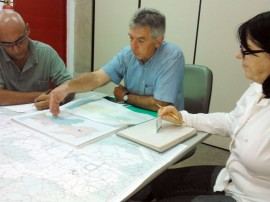 Michel Stein_ao centro_com técnicos da AEsa