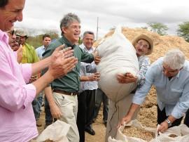 ricardo programa de seguranca alimentar animal entrega de racao foto jose marques 2