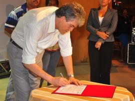 22.10.12 governador assina contrato de obras de sanemento - fotos Roberto Guedes