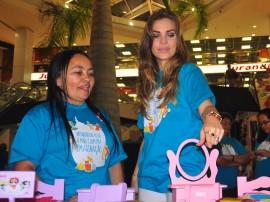 24.10.12 Pamela visita feira de brinquedos_fotos Roberto Guedes Secom PB (7)