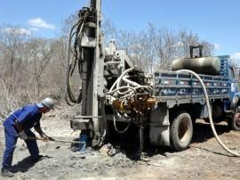 Perfuração e instalação de poço artesiano (2)