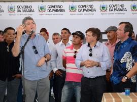 08.03.13 ricardo assina ordem serviço em caraúbas_fotos roberto guedes secom pb (7)