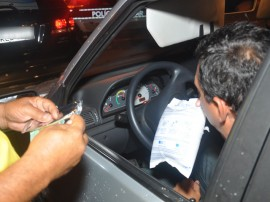 pm e detran realizam operacao lei seca foto roberto guedes (31)