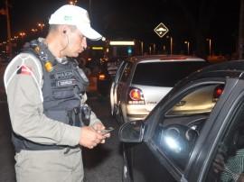 pm e detran realizam operacao lei seca foto roberto guedes (9)