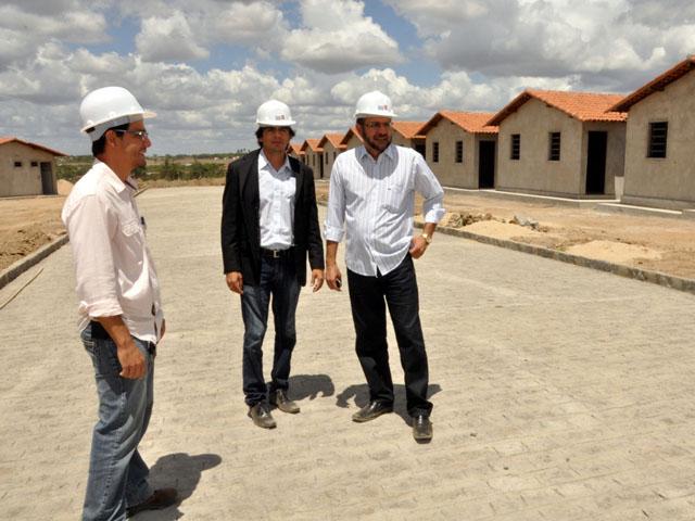11.04.13 secretrio interiorizacao vistoria obras construcao 1948cg 3 - Governo acelera construção de 1.948 casas em Campina Grande