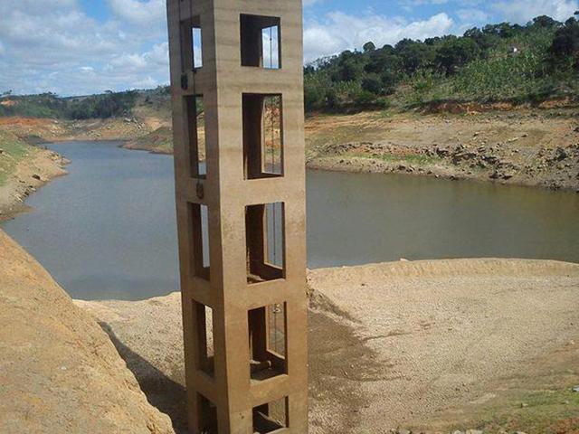 12.04.13 Baixo nivel da Barragem Canafístula II - Nível de barragem atinge 6% e abastecimento d'água em 8 cidades do Brejo passa a ser feito por carros pipa