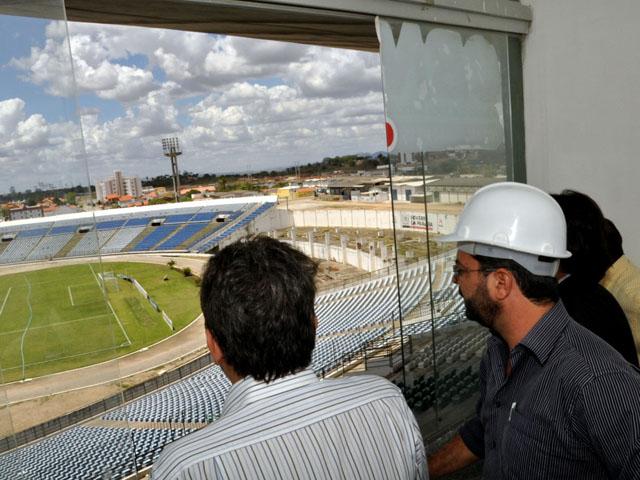 12.04.13 reformas estdio oamigo cg 5 - Reforma do estádio Amigão emprega 100 operários na fase inicial