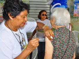 20.04.13 campanha vacinacao fotos roberto guedes secom pb 1 270x202 - Paraíba supera meta e vacina mais de 544 mil pessoas contra a gripe