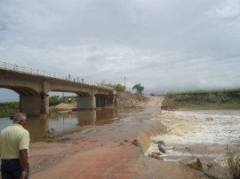 29.04.13 ponte da batalha fotos jose cabral 270x202 - Governo reabre Ponte da Batalha em caráter emergencial até esta terça-feira