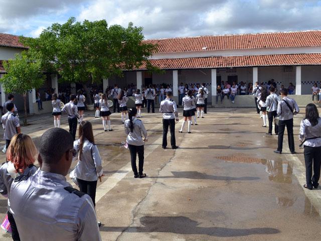 Escola de Santa Luzia completa 43 anos - Atividades marcam aniversário de escola estadual em Santa Luzia