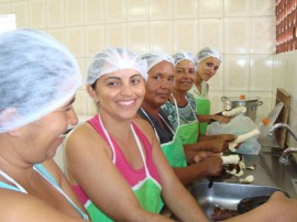 Merendeiras araçagi 31 270x202 - Governo promove curso de manipulação de alimentos na cidade de Araçagi