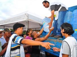 defesa civil e igreja distribuicao de agua belem de caicara foto jose lins (100)