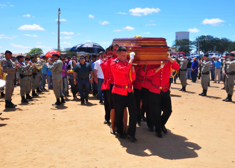 enterro dorgival terceiro neto foto kleide teixeira 09 - Corpo de Dorgival Terceiro Neto é sepultado em Taperoá