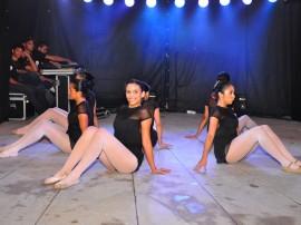 funesc dia internacional da danca apresentacao grupo fragmentos em praca foto walter rafael 51 270x202 - Plateias lotadas marcam apresentações do Dia Internacional da Dança