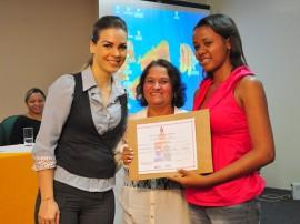 primeira dama entrega de certificado cendac foto kleide teixeira 991 270x202 - Mais de 60 jovens recebem certificados de cursos promovidos pelo Cendac