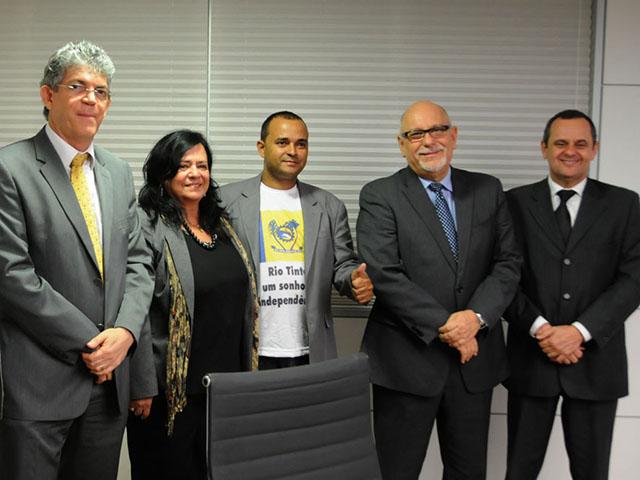 ricardo REUNIÃO CEF rio tinto foto jose marques 21 - Ricardo discute habitacão de Rio Tinto com presidente da Caixa
