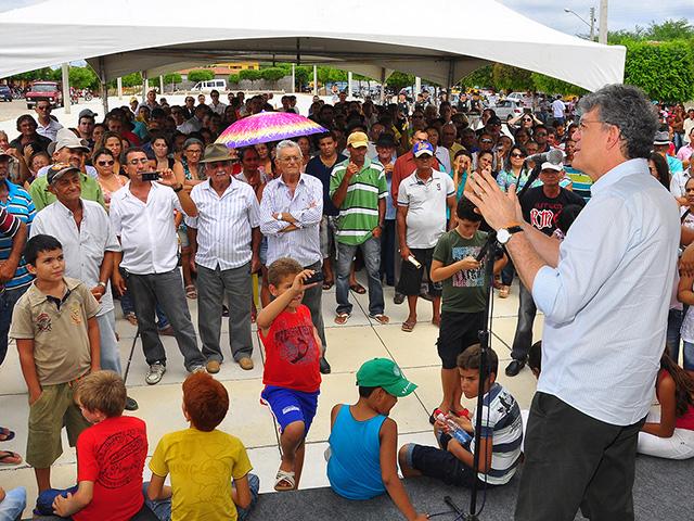 25.05.13 ricardo assina os pavimentacao pb 327_mato grosso_fotos roberto guedes (8)