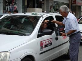 Campanha Lagoa adesão taxistas 23.05.13 fotos Lívia Reis 81 270x202 - Campanha de proteção à criança e ao adolescente ganha adesão de taxistas