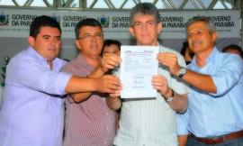 ORDEM DE SERVIÇO ADUTORA SAO SEBASTIÃO DO UMBUZEIRO PREFEITOS DAS CIDADES BENEFICIADAS 3 270x162 - Ricardo autoriza adutora de Camalaú e beneficia mais de 15 mil pessoas