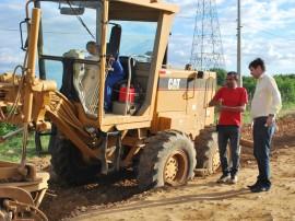 Obras da estrada de Catolé de Boa Vista em Campina1 270x202 - Começa a terraplanagem da estrada Campina Grande-Catolé de Boa Vista