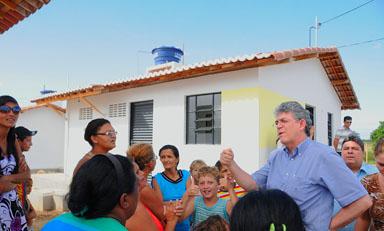 PATOS CASA POPULAR12 portal - Estado assina convênios para construir mais 879 casas em Patos