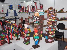 artesanato escultura em madeira salao de artesanato foto walter rafael 270x202 - Salão do Artesanato homenageia Curtume Antônio Villarim