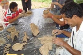 cegos e def visuais trabalhando com argila 270x180 - Fundação Casa de José Américo encerra Semana do Museu com atividades culturais e recreativas
