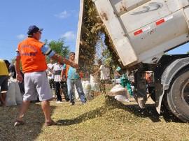 defesa civil entrega de racao em sousa fotos roberto guedes 141 270x202 - Governo intensifica ações nas comunidades atingidas pela seca