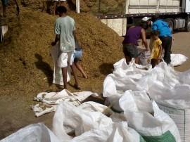 distribuiçao de raçao animal foto secom pb 10 270x202 - Governo distribui mais de 800 toneladas de ração e beneficia 3,5 mil criadores