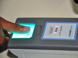 identificador biometrico detran prova foto jose lins 8 270x202 - Governo firma parceria com TRE e instala postos para cadastrar eleitores para o sistema biométrico