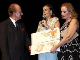pamela recebe trofeu mulher influente foto ricardo castro 61 270x202 - Primeira dama recebe prêmio pelos trabalhos à frente do Artesanato