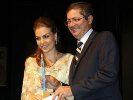 pamela recebe trofeu mulher influente foto ricardo castro 8 270x202 - Primeira dama recebe prêmio pelos trabalhos à frente do Artesanato