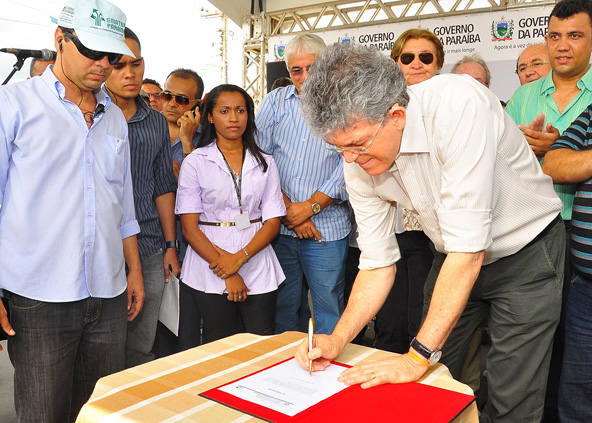 portal 4 03.05 - Ricardo autoriza início de obras de mais quatro rodovias no Sertão