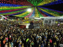11.06.13 caldeirao do hulk fotos roberto guedes 2 270x202 - Gravação atrai milhares de pessoas ao Maior São João do Mundo