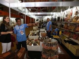 14.06.13 visita primeira dama salao artesanato 5 270x202 - Salão de Artesanato movimenta R$ 120 mil em Campina Grande
