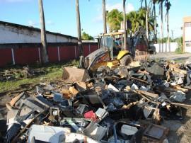 Destruição de máquinas caça níqueis 240 270x202 - Máquinas de caça-níqueis são destruídas no Centro Operacional da Receita Estadual