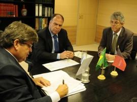 REUNIÃO COM MINISTRO FERNANDO BEZERRA 31 270x202 - Ricardo consegue recursos para obras hídricas no Cariri e Curimataú
