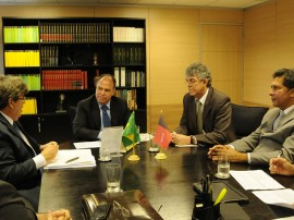REUNIÃO COM MINISTRO FERNANDO BEZERRA 4 270x202 - Ricardo consegue recursos para obras hídricas no Cariri e Curimataú