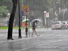chuvas em joao pessoa foto jose lins 270x202 - Chuvas superam média histórica do mês na Capital