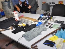 coletiva prisao de assaltantes de banco carro e equipamento foto jose lins 101 270x202 - Polícia prende trio acusado de explodir e assaltar bancos