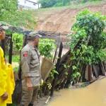 defesa civil bombeiros especionam areas de risco timbo foto kleide teixeira 215