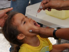 vacinacao crianca foto walter rafael 3 270x202 - Governo do Estado prorroga campanha de vacinação contra paralisia infantil