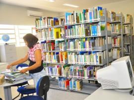 06.05.13 emepa biblioteca fotos jose lins4 9 270x202 - Biblioteca disponibiliza acervo de sete mil títulos em pesquisa agropecuária